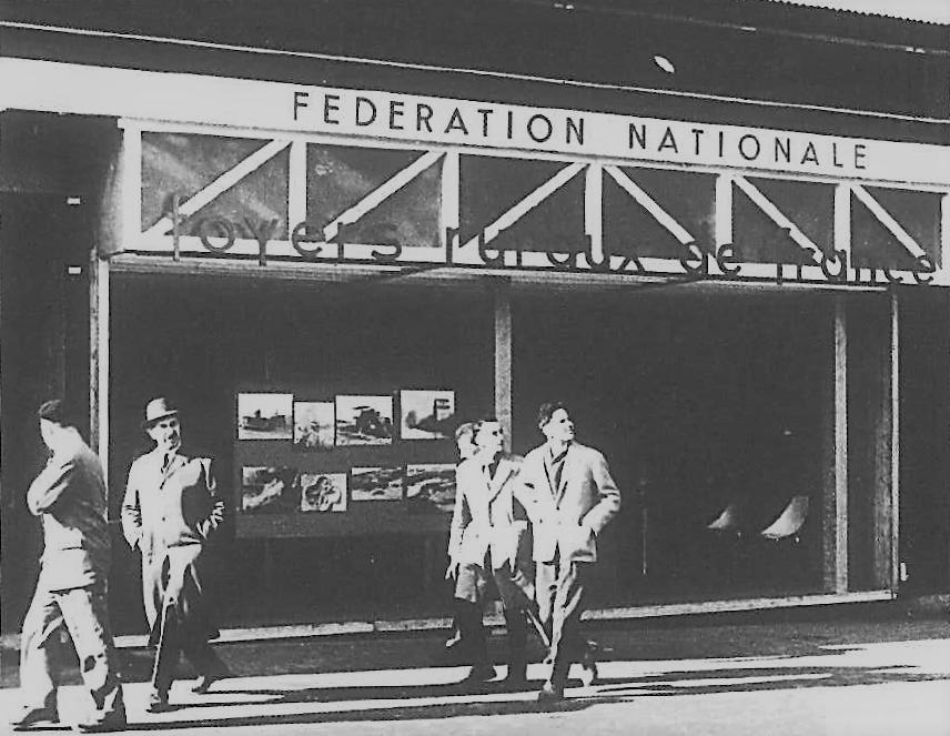Première fête de la jeunesse : stand de la FNFR - Paris - 1949